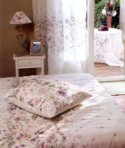 Provencal Boutis bed cover, bedspread (Anemone. ivory-lilac)
