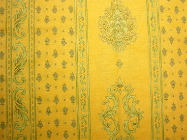 Coated tablecloth (Marat d'Avignon / manoir. yellow)