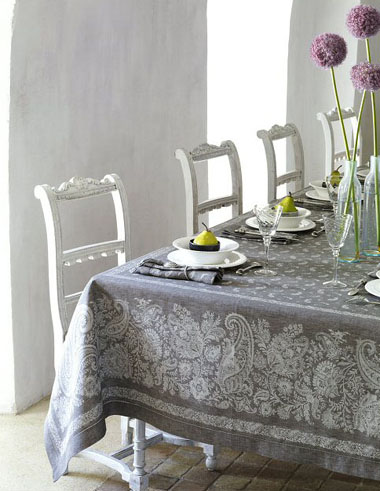 French Linen Jacquard Tablecloth (Berlioz. Grey)