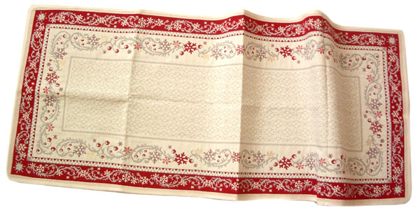 Montagne Jacquard Table runner (Reveillon. beige-bordeax)