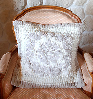 Boutis quilted cushion cover 45 x 45 cm (ORNEMENTAL)