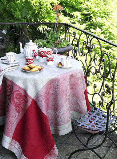 French Linen Jacquard Tablecloth (Verdi. bordeaux)