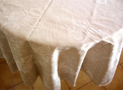 Round Jacquard Tablecloth (sunflowers. natural)