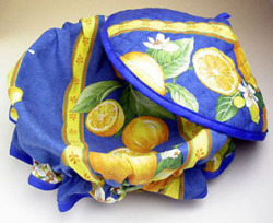 Provencal basket with lid (lemons and small flowers. blue)