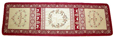 Montagne Jacquard Table runner (beige-bordeax)