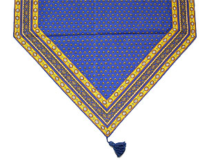 French table runner pompon